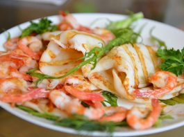 Squid with prawns on the grill
