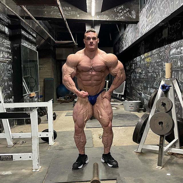 Nick Walker body shape in 2021